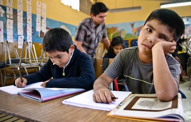 Los chicos verdaderamente se están aburriendo. Fuente: Flickr.